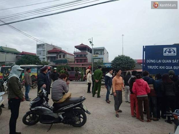 Hà Nội: Con dâu chở mẹ chồng băng qua đường sắt bị tàu tông tử vong - Ảnh 2.