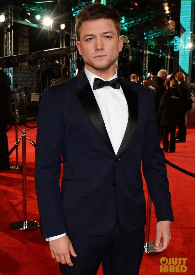 Loạt mỹ nhân Hollywood diện váy trễ nải khoe vòng 1 trên thảm đỏ Oscar Anh Quốc - Ảnh 19.