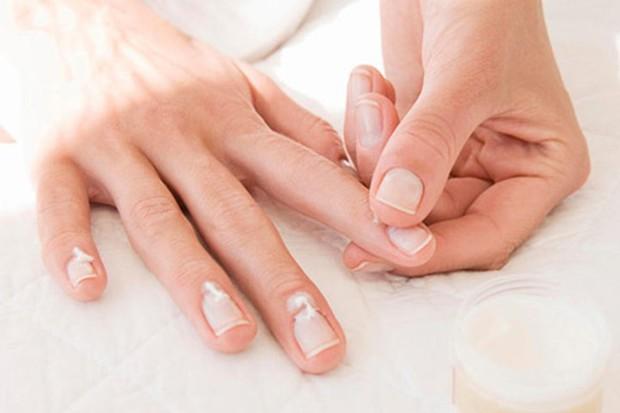 Phụ nữ nghiện sơn móng tay nhanh béo phì, dễ ung thư - Ảnh 4.