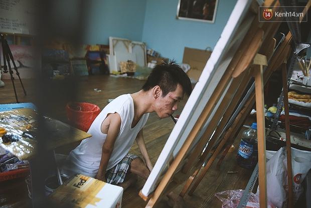Gặp chàng trai Việt vẽ tranh bằng miệng trong phim được đề cử tranh giải Oscar 2016 - Ảnh 11.