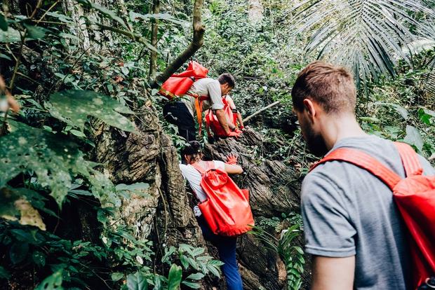 Không chỉ Sơn Đoòng, Quảng Bình còn có một hang động khác hoang sơ và đẹp đến ngạt thở! - Ảnh 9.
