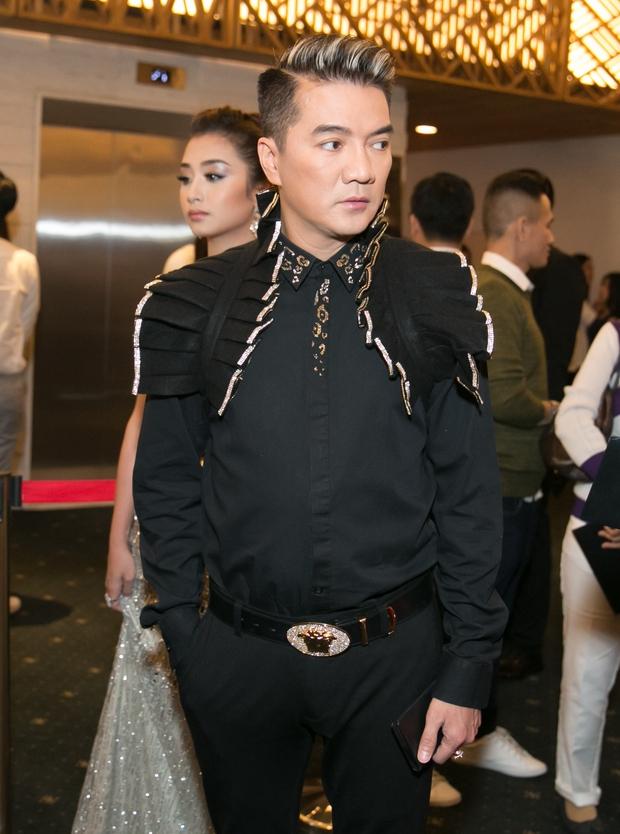 Đàm Vĩnh Hưng xuất hiện trên thảm đỏ, vẫn biểu diễn theo lịch trình sau khi livestream tiết lộ số nợ 20 tỷ - Ảnh 2.
