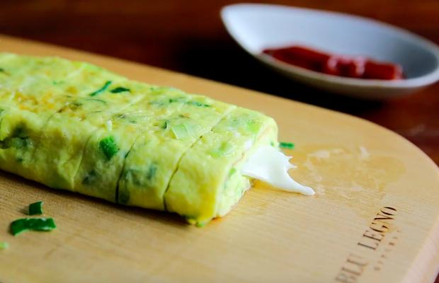 Chết thèm với trứng cuộn kiểu phô mai que béo ngậy - Ảnh 8.