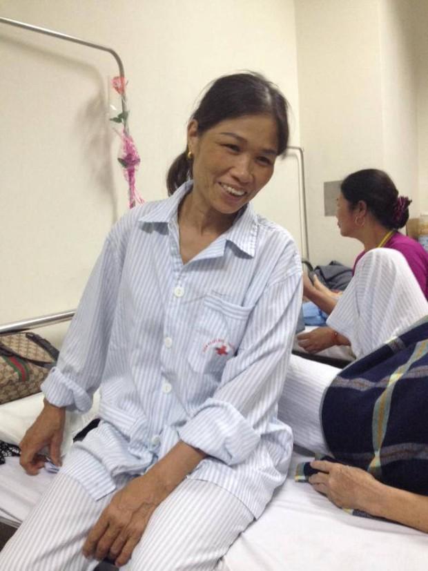 Phải chăm vợ ốm suốt 2 năm trong viện, bác tài vẫn chạy xe miễn phí cho bệnh nhân nghèo - Ảnh 6.