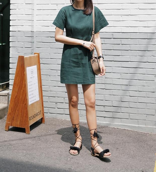 8 kiểu sandal đế bệt trendy nhất mùa hè này - Ảnh 20.