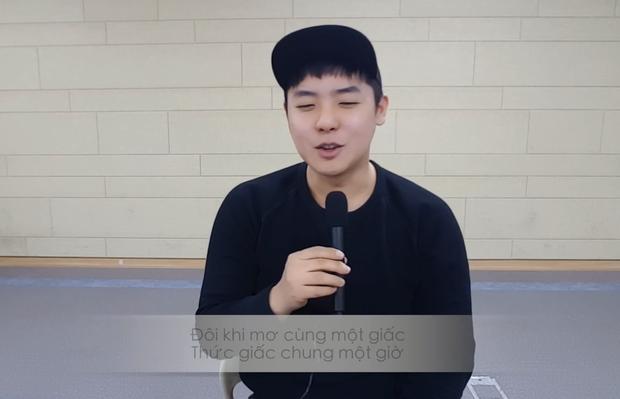 Clip: Chàng trai người Hàn Quốc hát Một nhà của Da Lab cực dễ thương - Ảnh 2.