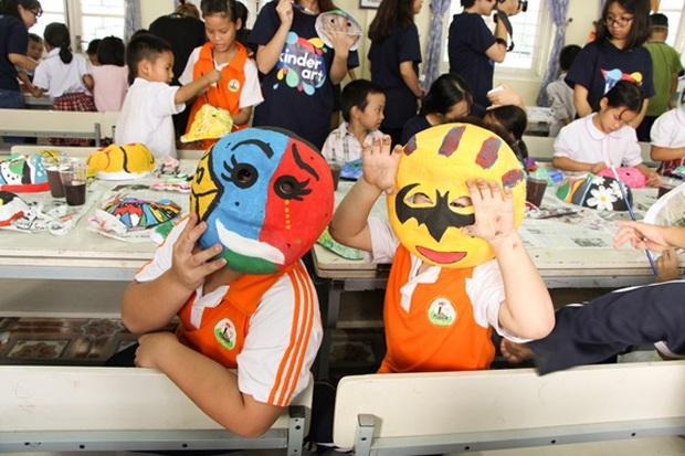 Các bạn sinh viên Hà Nội mang nghệ thuật tuổi thơ đến cho các bạn nhỏ - Ảnh 3.