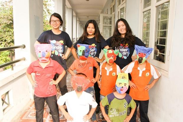 Các bạn sinh viên Hà Nội mang nghệ thuật tuổi thơ đến cho các bạn nhỏ - Ảnh 4.