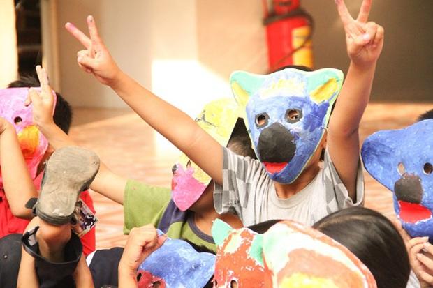 Các bạn sinh viên Hà Nội mang nghệ thuật tuổi thơ đến cho các bạn nhỏ - Ảnh 6.