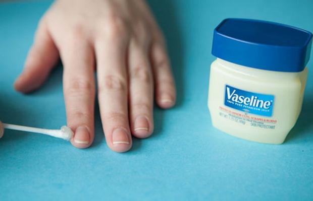 Mách nhỏ 16 công dụng thần thánh của Vaseline có thể bạn chưa biết - Ảnh 4.