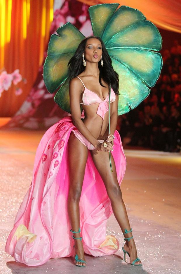 HOT: Chủ nhân của Fantasy Bra năm nay là một Thiên thần Victorias Secret mới toanh! - Ảnh 7.