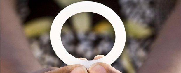 Chiếc vòng này có thể giúp giảm tới 1/2 ca lây nhiễm HIV mới - Ảnh 1.