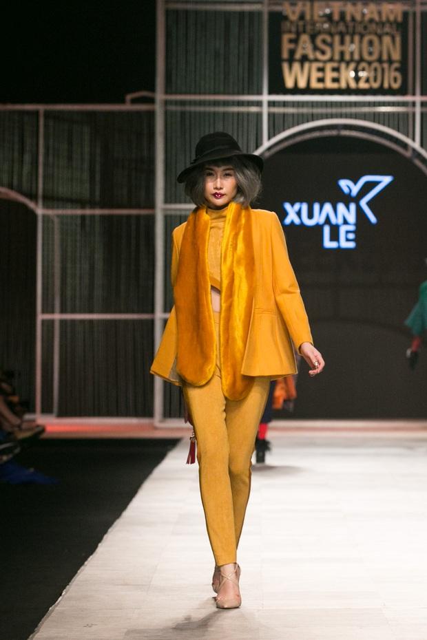 Chi Pu kiêu kì dắt cún trình diễn thời trang trên sàn diễn VIFW - Ảnh 13.