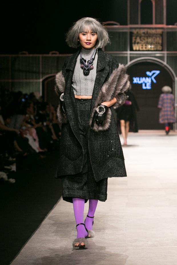 Chi Pu kiêu kì dắt cún trình diễn thời trang trên sàn diễn VIFW - Ảnh 14.