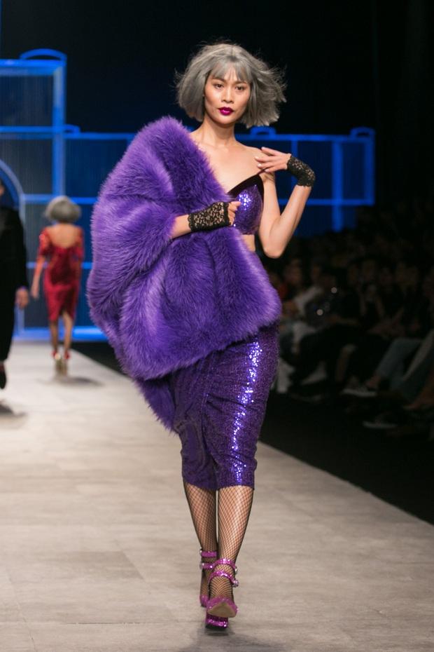 Chi Pu kiêu kì dắt cún trình diễn thời trang trên sàn diễn VIFW - Ảnh 15.