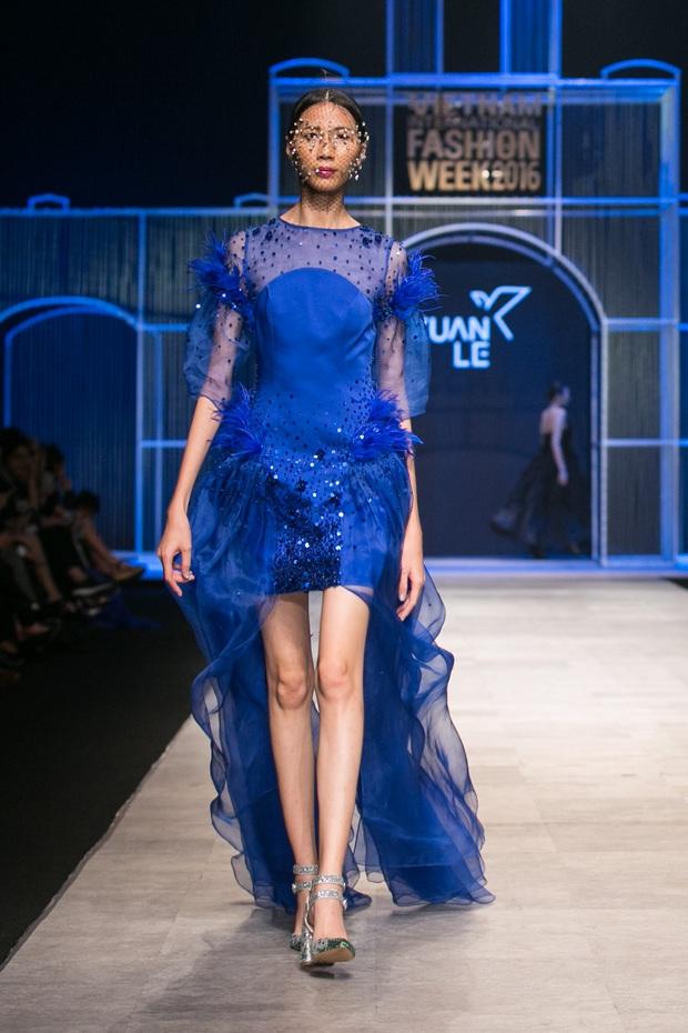 Chi Pu kiêu kì dắt cún trình diễn thời trang trên sàn diễn VIFW - Ảnh 20.