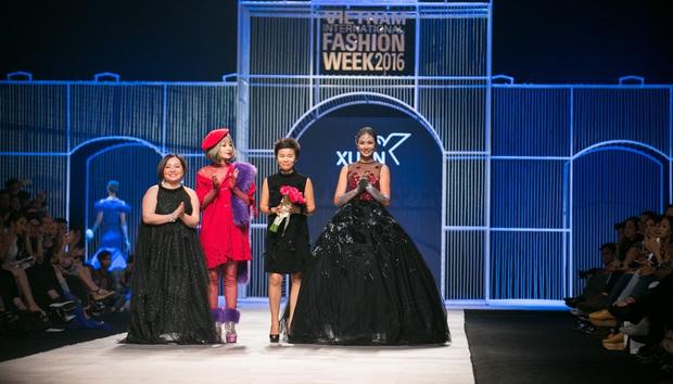 Chi Pu kiêu kì dắt cún trình diễn thời trang trên sàn diễn VIFW - Ảnh 22.