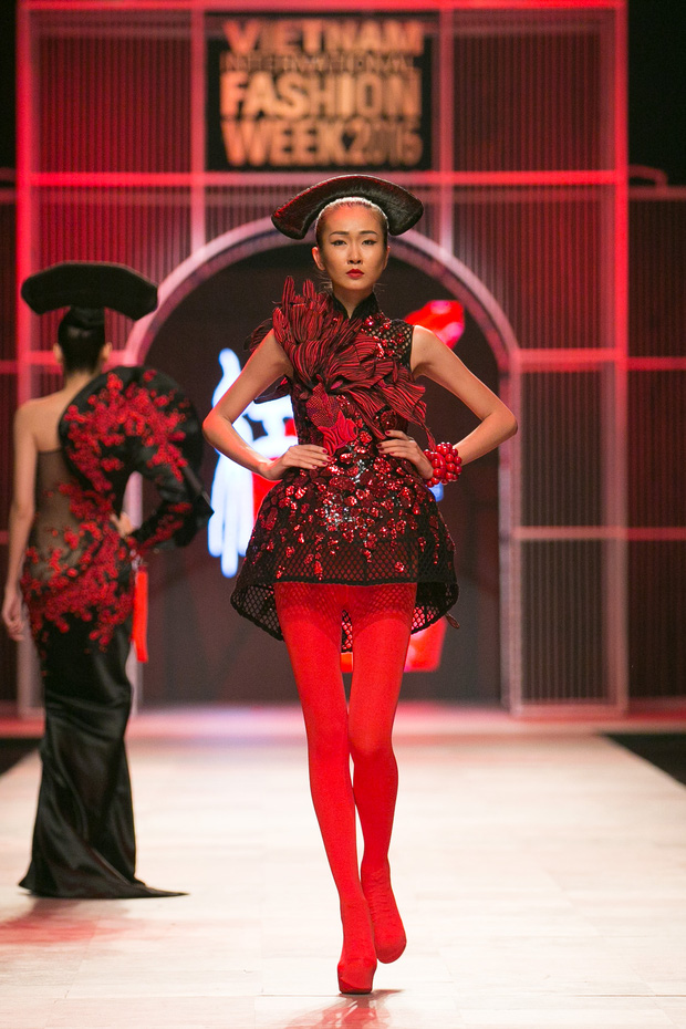 Hoa khôi Nam Em mở màn Tinh khôi - BST cuối cùng của Vietnam International Fashion Week - Ảnh 30.