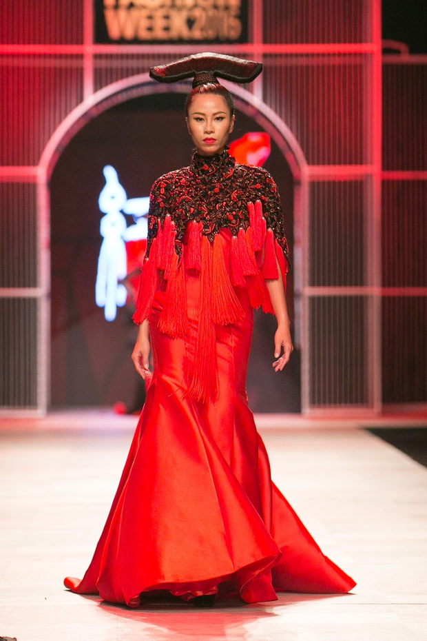 Hoa khôi Nam Em mở màn Tinh khôi - BST cuối cùng của Vietnam International Fashion Week - Ảnh 28.