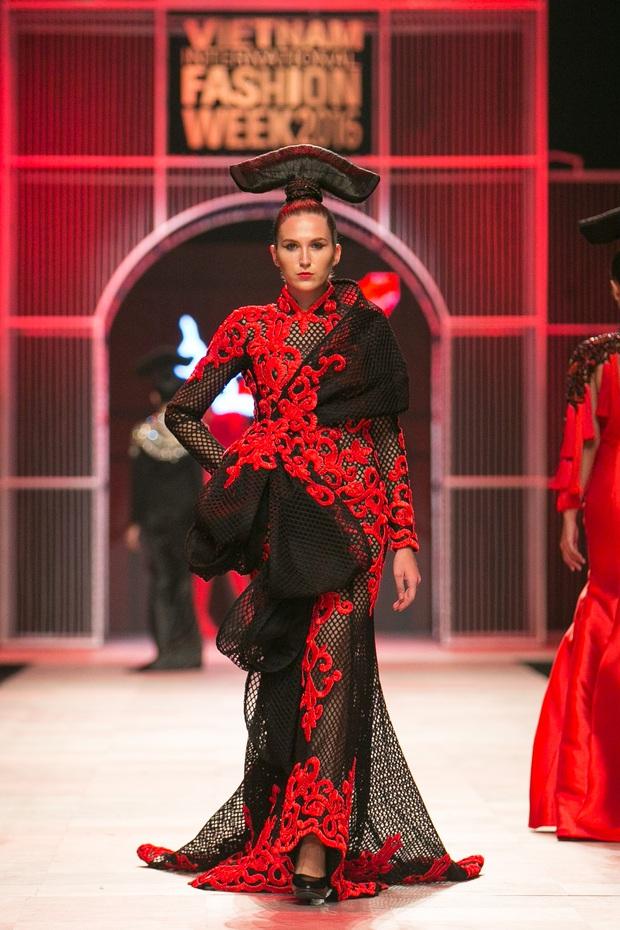 Hoa khôi Nam Em mở màn Tinh khôi - BST cuối cùng của Vietnam International Fashion Week - Ảnh 27.