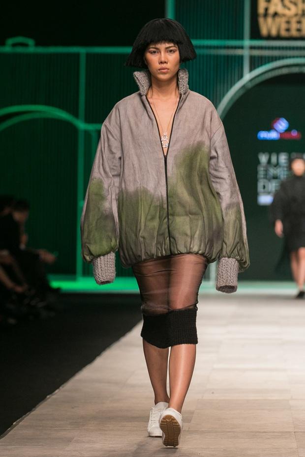Hoa khôi Nam Em mở màn Tinh khôi - BST cuối cùng của Vietnam International Fashion Week - Ảnh 36.