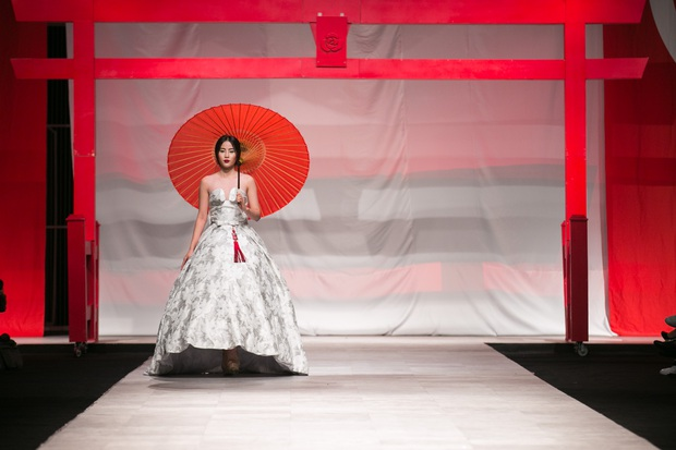 Hoa khôi Nam Em mở màn Tinh khôi - BST cuối cùng của Vietnam International Fashion Week - Ảnh 2.