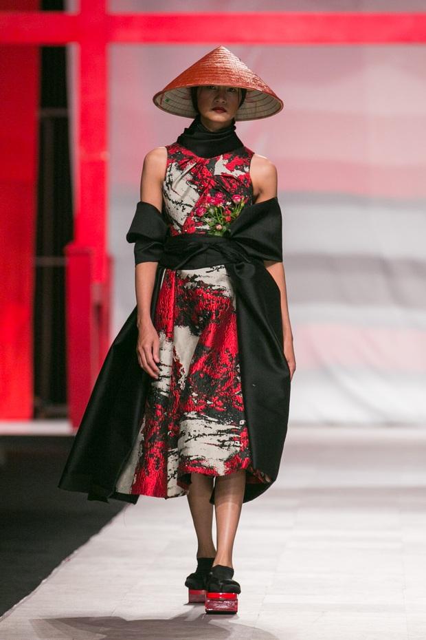 Hoa khôi Nam Em mở màn Tinh khôi - BST cuối cùng của Vietnam International Fashion Week - Ảnh 9.