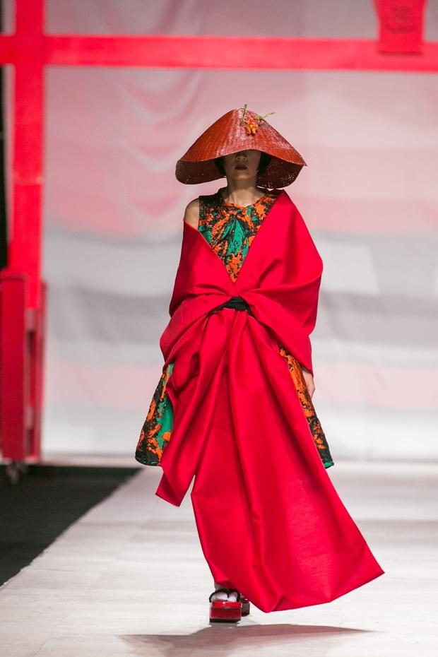 Hoa khôi Nam Em mở màn Tinh khôi - BST cuối cùng của Vietnam International Fashion Week - Ảnh 11.