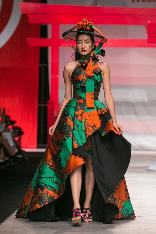 Hoa khôi Nam Em mở màn Tinh khôi - BST cuối cùng của Vietnam International Fashion Week - Ảnh 19.