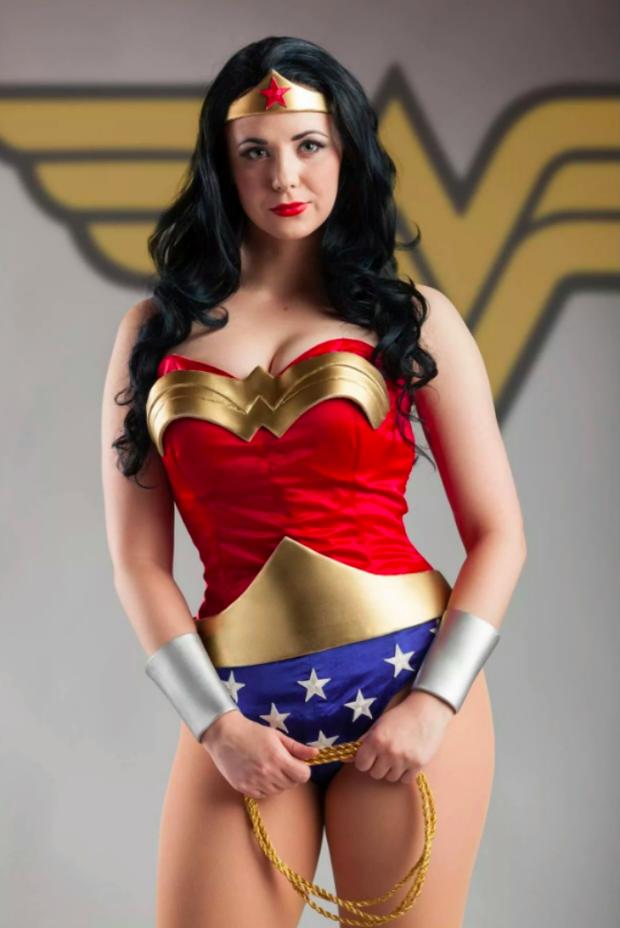 Ngắm dung nhan 14 cô gái cosplay Wonder Woman xinh lung linh như trong phim - Ảnh 3.