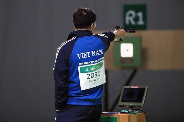 Xúc động khoảnh khắc quốc ca Việt Nam vang lên trên đỉnh Olympic - Ảnh 4.