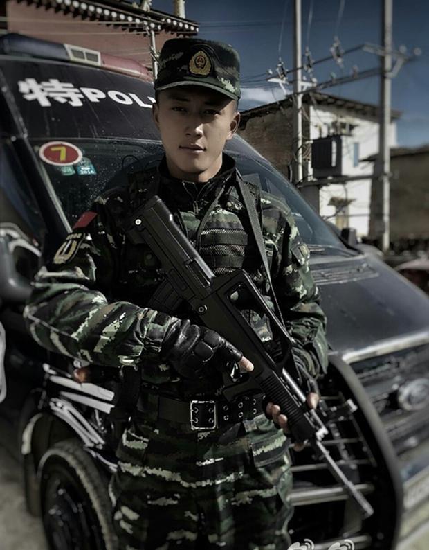 Soái ca quân nhân phiên bản Trung Quốc được khen đẹp trai hơn cả Song Joong Ki - Ảnh 8.
