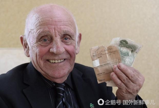 Mở ngăn kéo thấy một phong bì tiền, người đàn ông rưng rưng nước mắt nhớ về kho báu ngày xưa - Ảnh 3.
