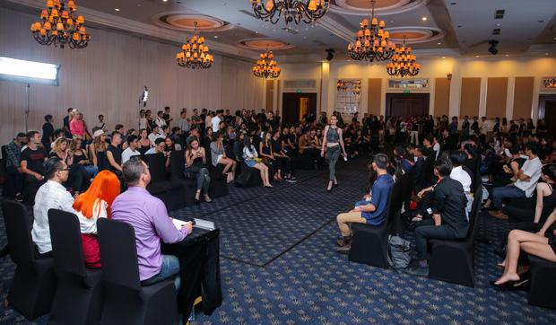 Hoàng Thùy nổi bật với tóc màu cam làm giám khảo casting Vietnam International Fashion Week Xuân/Hè 2017 - Ảnh 1.