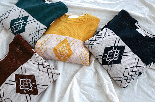 Áo len màu mè dễ thành hot trend, hội mê ăn diện lại có cớ để sắm thêm đồ cho đông này - Ảnh 1.