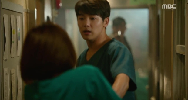 Ngán ngẩm xem Ha Ji Won một mình gánh team trong Hospital Ship - Ảnh 9.