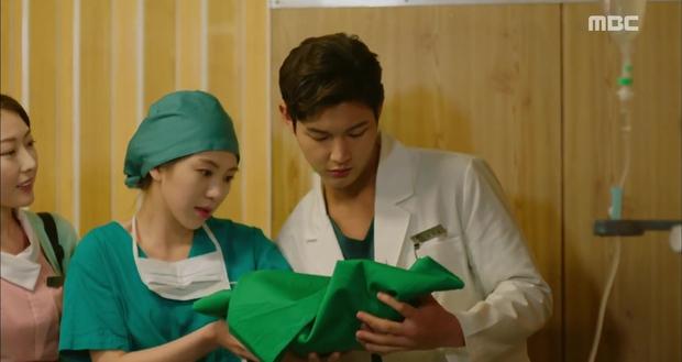 Rùng mình xem cách bác sĩ Hàn Quốc tỏ tình bằng... ống nghe - Ảnh 14.