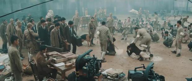 Song Joong Ki và Sulli chặt chém nhau với loạt thính nhá hàng bom tấn hè này - Ảnh 14.