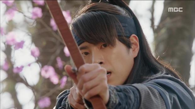 Yoona đang gặp quá nhiều đối thủ nhan sắc trong The King Loves? - Ảnh 21.
