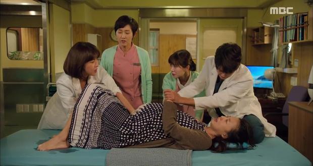 Rùng mình xem cách bác sĩ Hàn Quốc tỏ tình bằng... ống nghe - Ảnh 11.