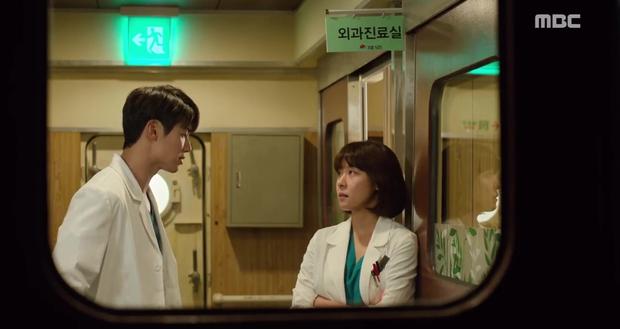 Rùng mình xem cách bác sĩ Hàn Quốc tỏ tình bằng... ống nghe - Ảnh 12.