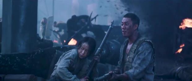 Song Joong Ki và Sulli chặt chém nhau với loạt thính nhá hàng bom tấn hè này - Ảnh 17.