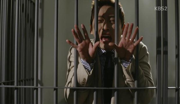 Bạn có biết Chief Kim vừa cosplay xuất sắc cảnh quay kinh điển của Goblin? - Ảnh 12.