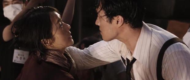 Song Joong Ki và Sulli chặt chém nhau với loạt thính nhá hàng bom tấn hè này - Ảnh 18.