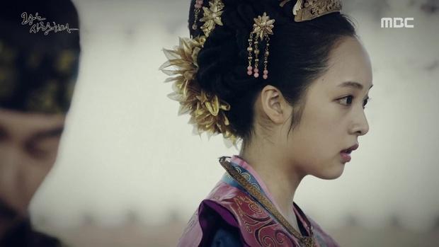 Yoona đang gặp quá nhiều đối thủ nhan sắc trong The King Loves? - Ảnh 7.