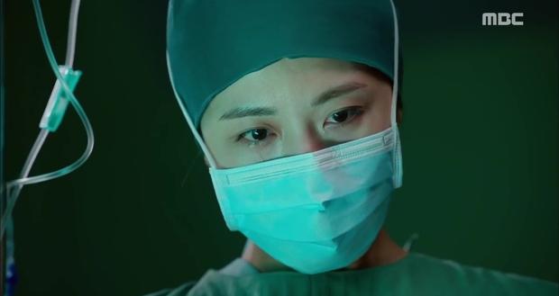 Ngán ngẩm xem Ha Ji Won một mình gánh team trong Hospital Ship - Ảnh 16.