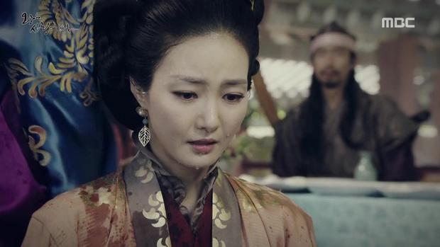 Yoona đang gặp quá nhiều đối thủ nhan sắc trong The King Loves? - Ảnh 8.