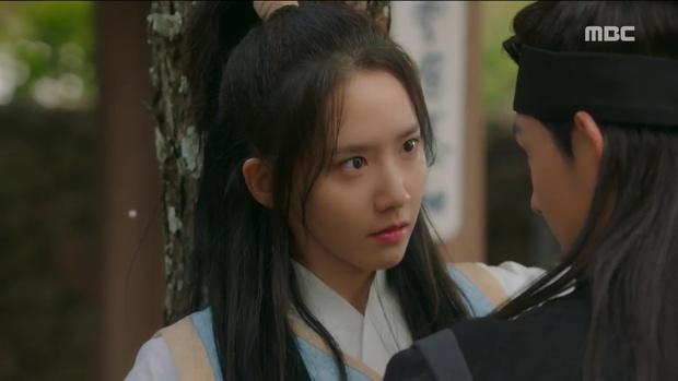 Tiểu thư Yoona đã xinh đẹp lại còn ngầu hết ý thế này, ai mà chẳng mê? - Ảnh 2.