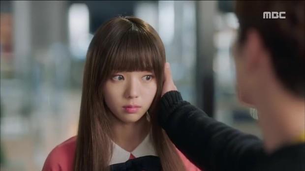 Quá manh động, Yoo Seung Ho không sợ ngứa, kề sát môi robot - Ảnh 3.