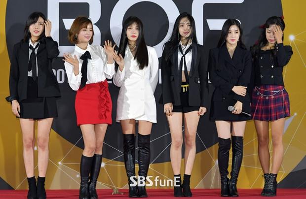 Thảm đỏ Busan: Quân đoàn mỹ nam hot nhất Kpop đổ bộ, nhưng mặt của Kim So Hyun và Naeun sao thế này? - Ảnh 26.